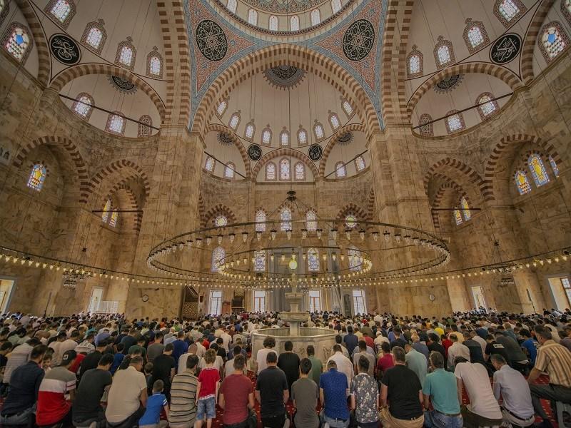 Bayram Namazı Camilerde Kılınabilecek mi?